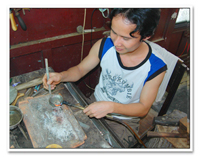 worker in bien bac jewellery - Hoi An - Vietnam